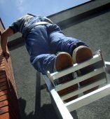Zwiększone pole oparcia dla stóp gwarantuje większą wygodę ibezpieczeństwo podczas pracy.