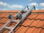 Dziękiuchwytowi dokalenicy w łatwy ibezpieczny sposób możesz przemieszczać się po całej powierzchni dachu.