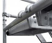 Pomosty robocze ze specjalnym zabezpieczeniem gwarantują pełne bezpieczeństwo.