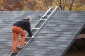 Wygodnie i bezpiecznie poruszasz się po płaszczyźnie pochyłego dachu.