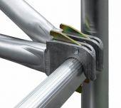Zamykane siłowo połączenia zaciskowe zapewniają szybki i wygodny montaż rusztowania.