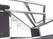 Schody aluminiowe z szerokimi na 15 cm stopniami do częstego wchodzenia i schodzenia. Maksymalna nośność schodów 160 kg.